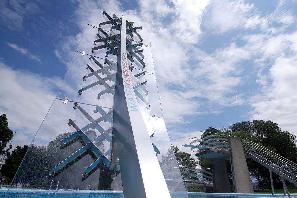 WATERCLIMBING-Schwimmbadkletterwand
