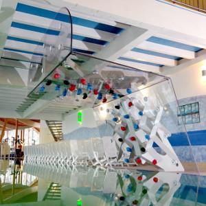Wasserboulderwand, Schwimmbadboulderwand