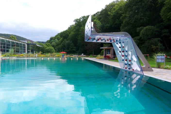 WATERCLIMBING-Kletterwand-Schwimmerbecken